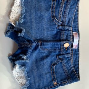 Denim shorts with lace pocket